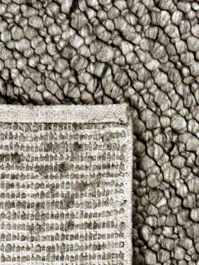 Hoogpolig zacht wollen grijs vloerkeed met hoge bolletjes of lussen. Past goed in modern woon of huiskamer. Te koop in Tilburg en Wolvega