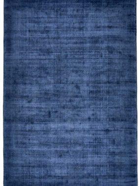 Modern blauw uni en kort polig wollen karpet Datona. Prima in huis en woonkamer. Te koop in winkels: Eindhoven Didam en Tilburg