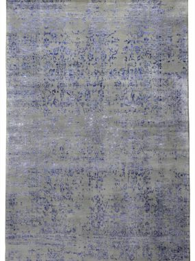 Modern wollen grijs tapijt met blauw vintage dessin is verkrijgbaar in Tilburg Breda Zoetermeer en Enschede. Mooi in moderne woonkamer.