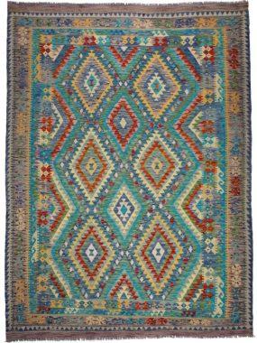 Bovenkant van Kelim karpet handgeweven met franjes in de kleur groen rood beige. Ideaal voor modern of klassiek interieur.