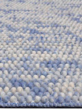 Trendy tapijt Manilla met hoge noppen, bollen of lussen in kleur blauw en beige. Leverbaar in Oldenzaal Eindhoven Hoogeveen Breda en Tilburg