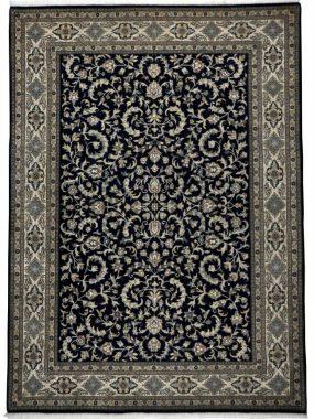 Nain SW handgeknoopt uniek karpet in blauw en crème. Maatwerk mogelijk en verkrijgbaar in Tilburg Leiden Arnhem en Enschede