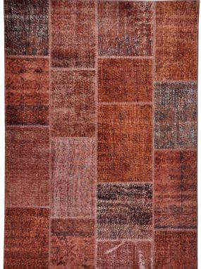 Vloerkleed met rode / bruine kleur uit stijlgroep Vintage & Patch. Verkrijgbaar in diverse maten en maatwerk. Verkrijgbaar in Tilburg.