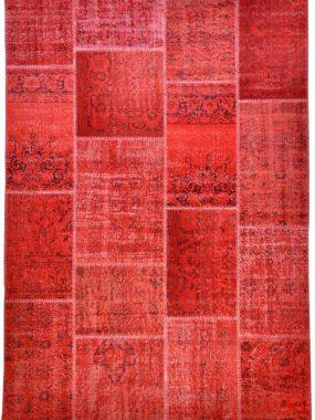 Patch vloerkleed met rode kleur mooi voor in vintage eetkamer of woonkamer. Onze winkels: Eindhoven Didam Tilburg Arnhem en Zoetermeer
