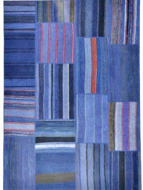Blauw en rood modern patchwork tapijt. Past in iedere woonkamer. Te koop in: Eindhoven Tilburg Voorschoten Wolvega en Enschede