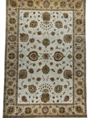 Beige vloerkleed, tapijt of karpet Ziegler. Verkrijgbaar in de winkels Didam Tilburg Wolvega Oldenzaal Voorschoten. Past in elk interieur.