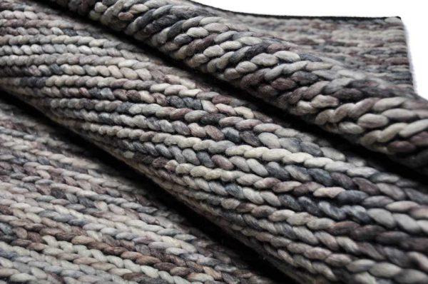 Karpet Biron bruin rol