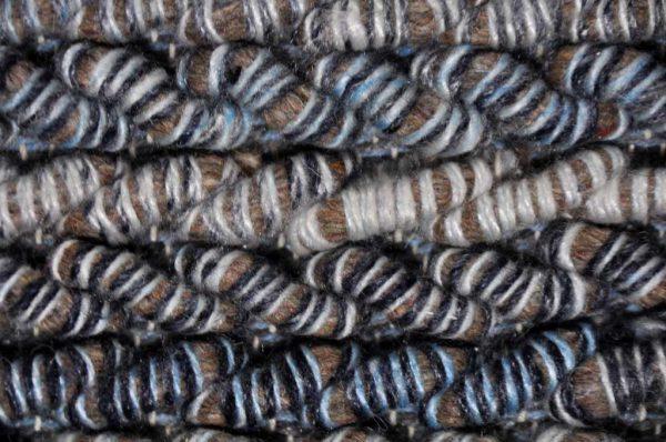 Karpet Carter bruin blauw detail 3