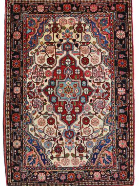exclusief antiek tapijt Djozan is verkrijgbaar bi Perez in Tilburg