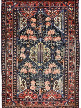 antiek Bachtiar tapijt is verkrijgbaar bij Perez tilburg