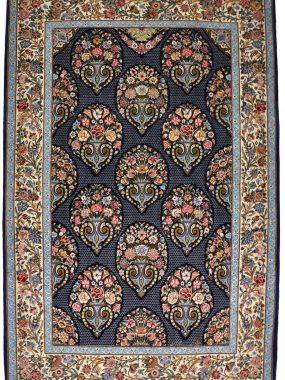 antiek Isfahan tapijt is verkrijgbaar bij Perez vloerkleden in Tilburg