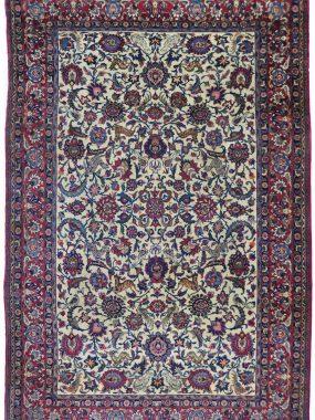 antiek Ispahan tapijt wat is verkrijgbaar bij Perez vloerkleden in Tilburg