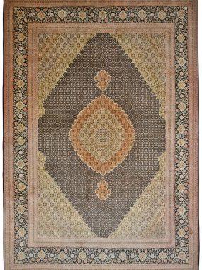 handgeknoopt groot wollen Tabriz tapijt is verkrijgbaar bij Perez Tilburg
