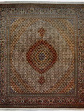 Handgeknoopt Tabriz vloerkleed is verkrijgbaar bij Perez vloerkleden in Tilburg