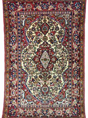 handgeknoopt Isfahan tapijt is verkrijgbaar bij Perez Tilburg