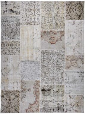 Het -vintage en patch vloerkleed of tapijt- ANKARA beige is verkrijgbaar in diverse keuren en maten.